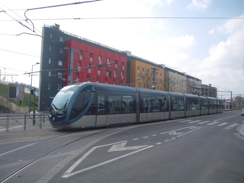 Cenon tram