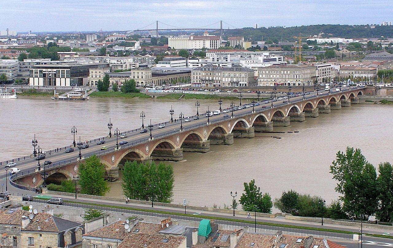 la bastide pont de pierre